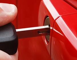Car-Key-in-door